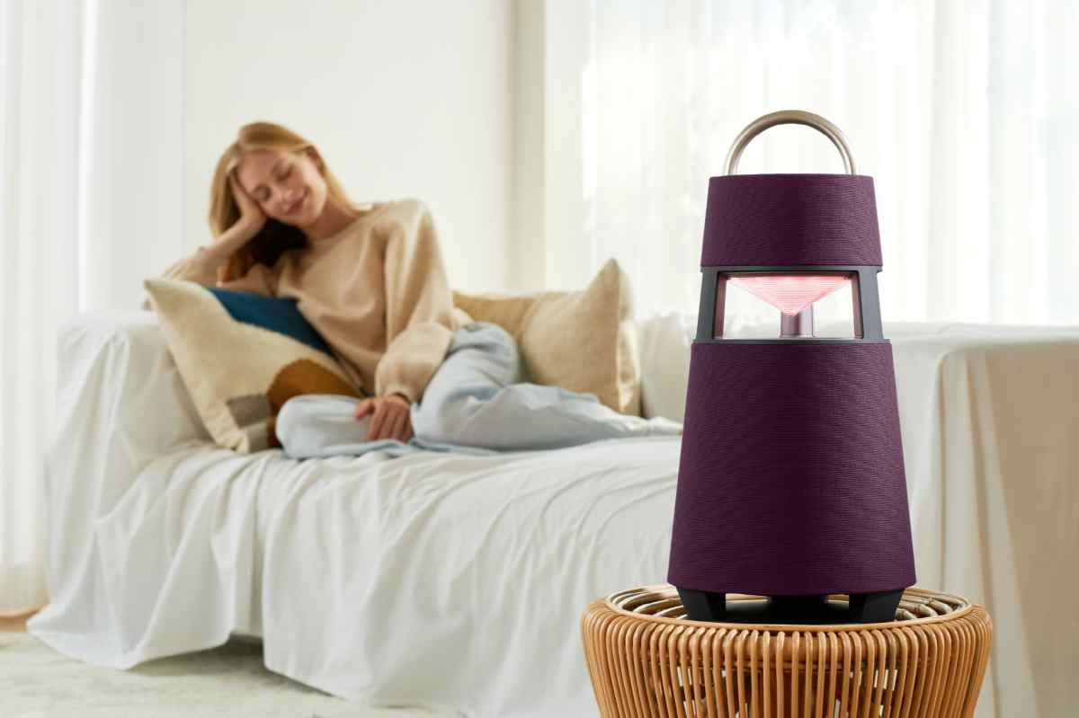 A portable speaker that catches the eye with the naked eye
